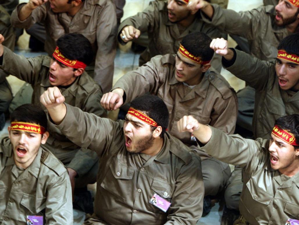 سيناريوهات صعبة: هل تنجح روسيا في إخراج إيران من سوريا؟