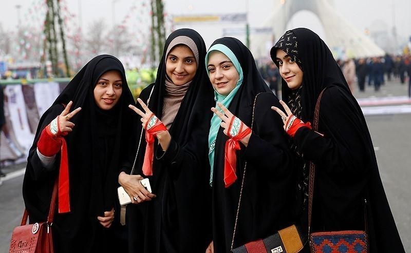 الشادور في إيران.. ثقافة فارسية وأبعاد سياسية