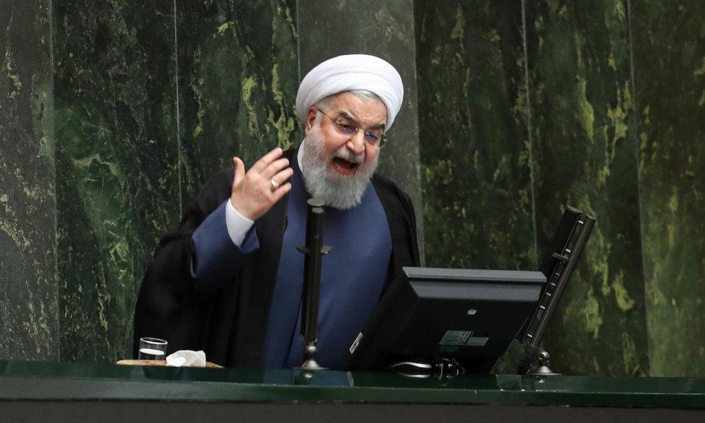 الرئيس الإيراني لدى مثوله أمام البرلمان أغسطس الماضي على خلفية تردي الأوضاع الاقتصادية