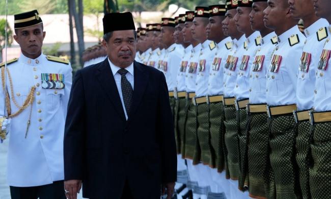 """هل نجحت إيران في """"تشييع"""" وزير الدفاع الماليزي؟"""