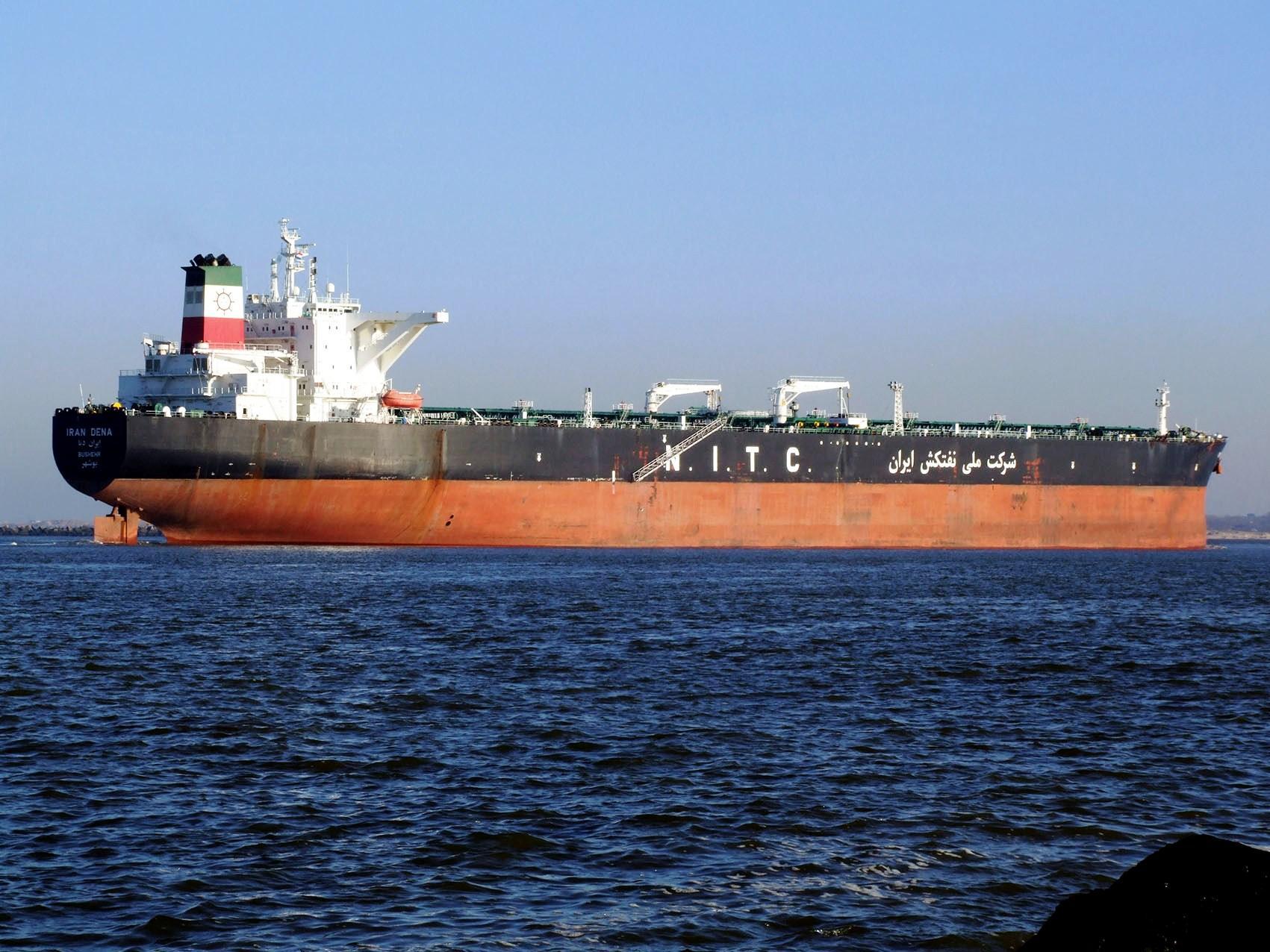 البيع الرخيص: استراتيجية إيران النفطية قبل العقوبات الأمريكية