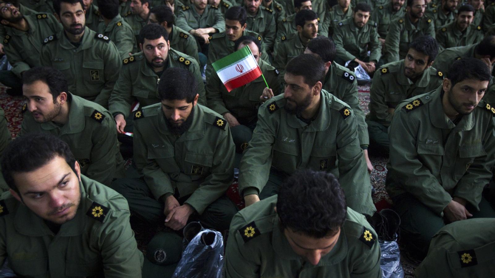 ميزانية مقلّصة: هل تتغير معادلة القوة الإيرانية في سوريا بعد الانسحاب الأمريكي؟