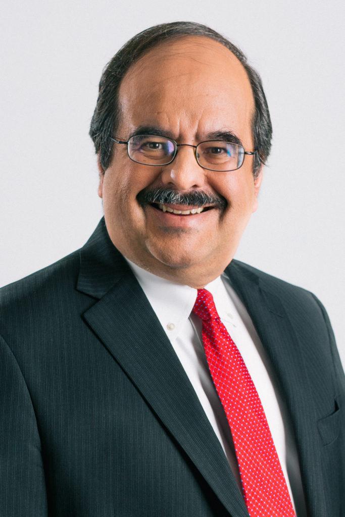 السفير ألبرتو فرنانديز