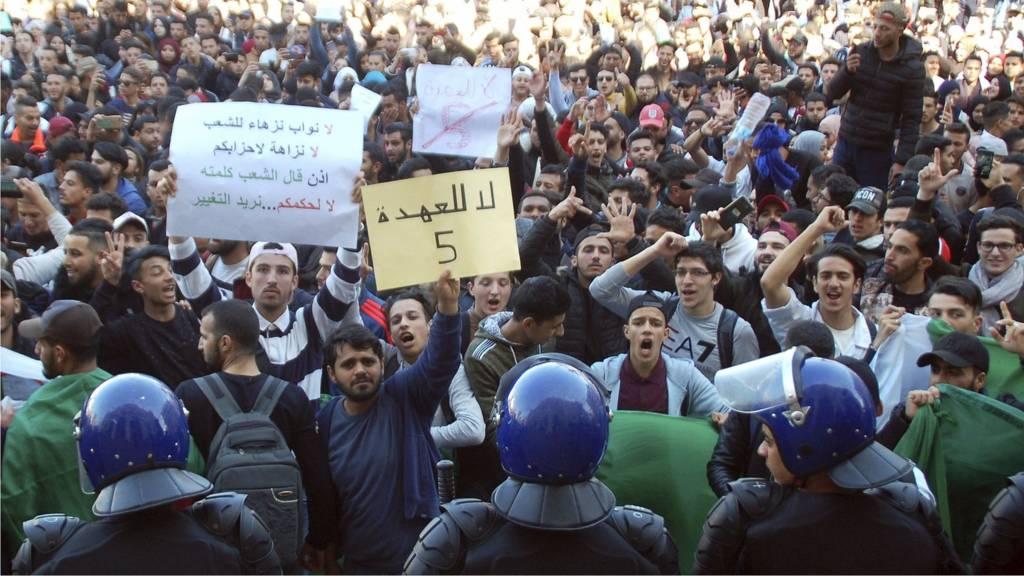 ترقب حذر: كيف تنظر إيران إلى تطورات الأوضاع في الجزائر؟