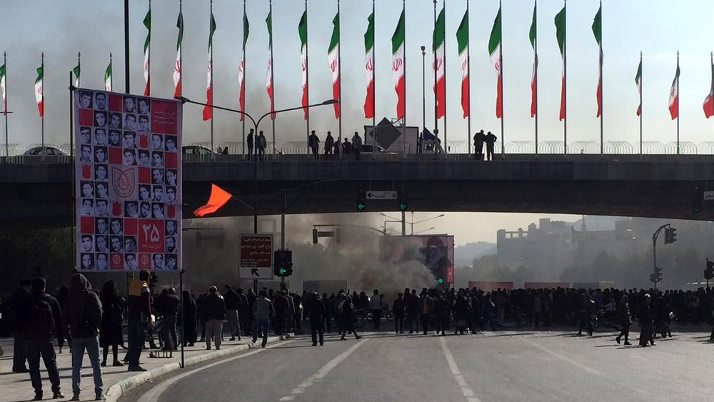 انتفاضة البنزين: أثر الصراع الأمريكي ـ الإيراني على أوضاع طهران الداخلية