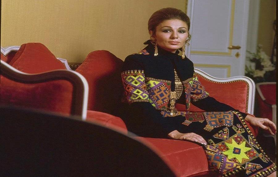 """الدراما في حياة """"الشهبانو"""" فرح بهلوي إمبراطورة إيران الأخيرة"""