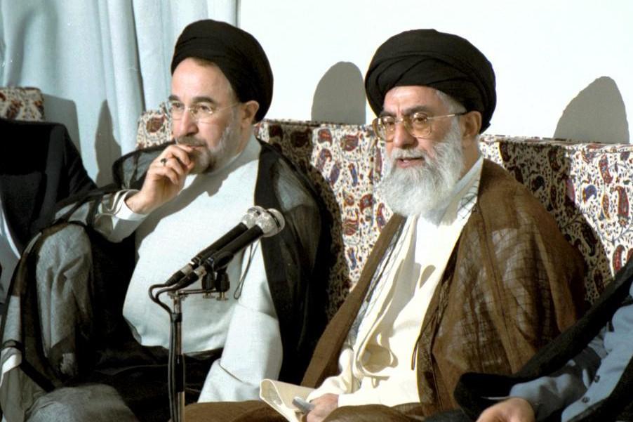 خاتمي «الإصلاحي» ساعد في تثبيت أفكار خامنئي أكثر من «المحافظين» أنفسهم