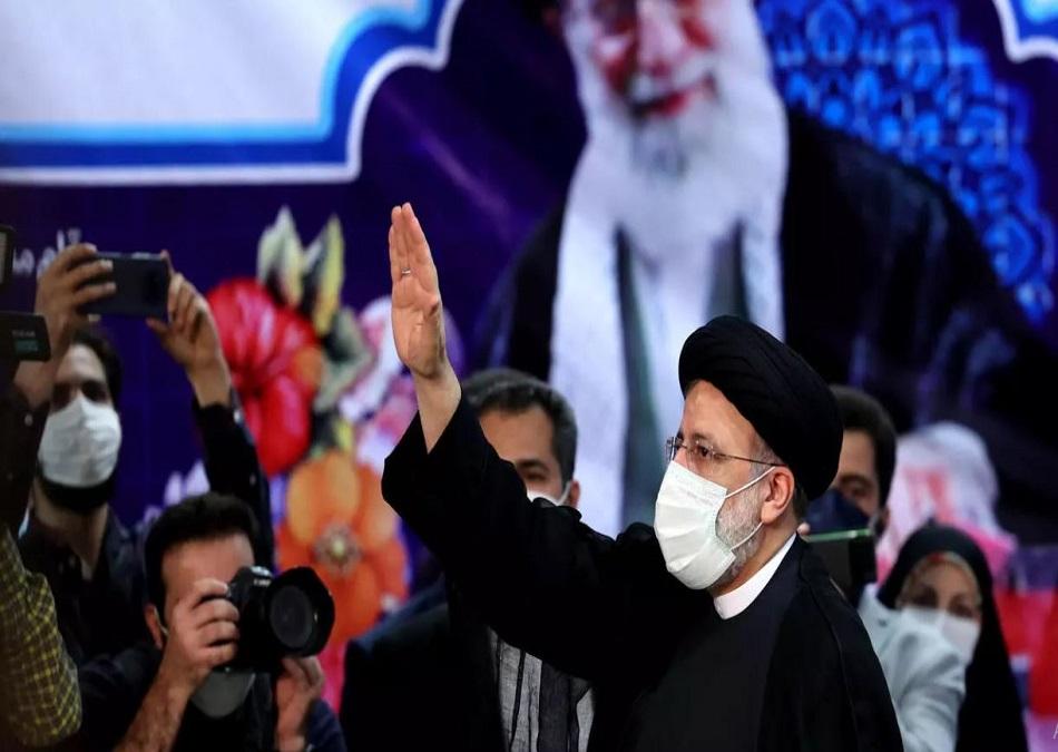 رئيس إيران القادم سيضع عينا على الخميني والأخرى على الملف النووي