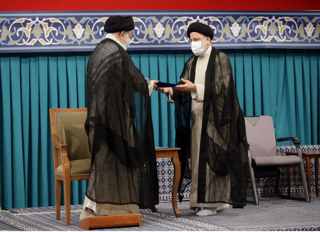 إبراهيم رئيسي يمسك رسميا كتلا من الجمر المشتعل