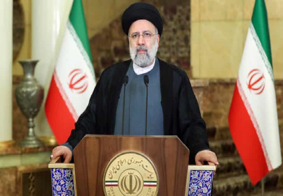 """خامنئي حافظ على نظامه السياسي من """"عبث"""" الإصلاحيين بتصعيد رئيسي"""
